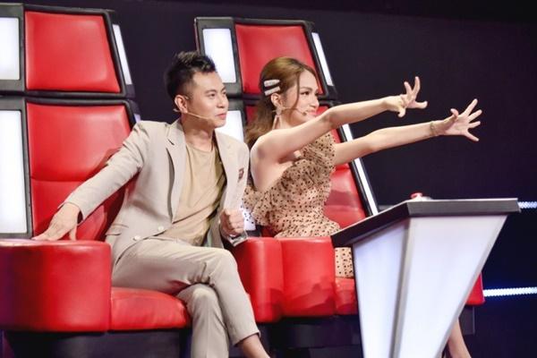 Hoa hậu Hương Giang khẩu chiến với đàn chị trên ghế nóng The Voice Kids, chưa bao giờ nàng Hậu dữ dằn đến thế-11