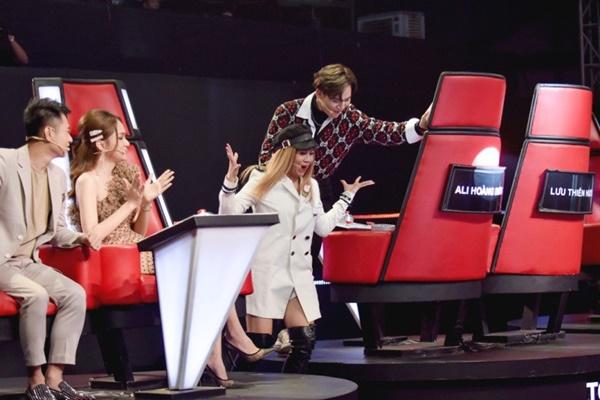Hoa hậu Hương Giang khẩu chiến với đàn chị trên ghế nóng The Voice Kids, chưa bao giờ nàng Hậu dữ dằn đến thế-12