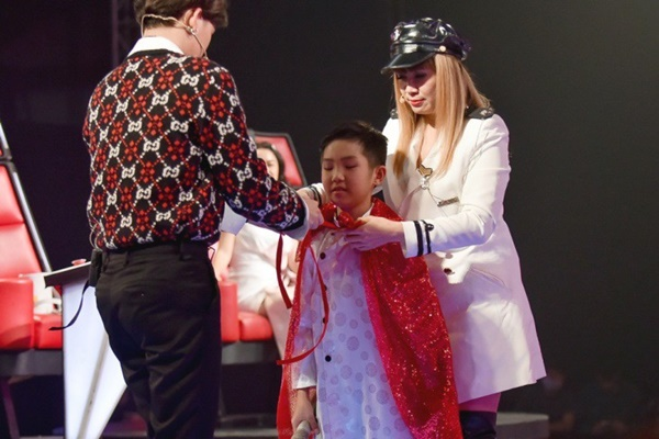 Hoa hậu Hương Giang khẩu chiến với đàn chị trên ghế nóng The Voice Kids, chưa bao giờ nàng Hậu dữ dằn đến thế-14