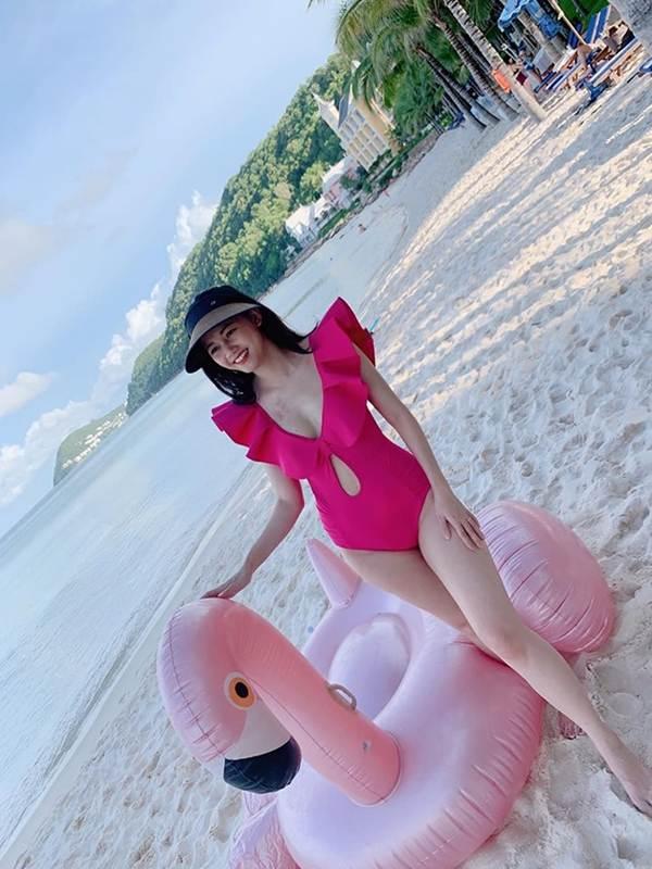 Á hậu Thanh Tú, Hoa hậu Hà Kiều Anh thiêu đốt bãi biển với bikini-1