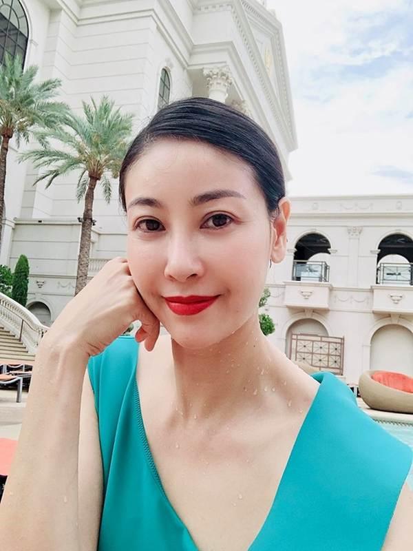 Á hậu Thanh Tú, Hoa hậu Hà Kiều Anh thiêu đốt bãi biển với bikini-4