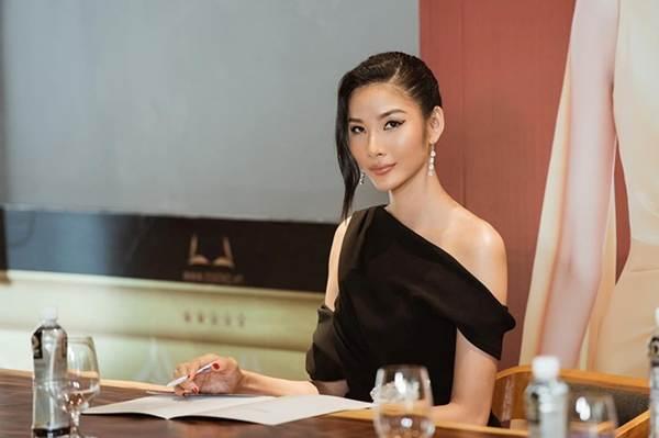 Á hậu Thanh Tú, Hoa hậu Hà Kiều Anh thiêu đốt bãi biển với bikini-10