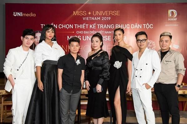 Á hậu Thanh Tú, Hoa hậu Hà Kiều Anh thiêu đốt bãi biển với bikini-11