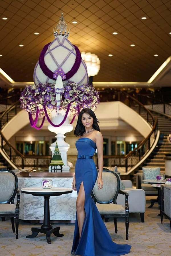 Á hậu Thanh Tú, Hoa hậu Hà Kiều Anh thiêu đốt bãi biển với bikini-7