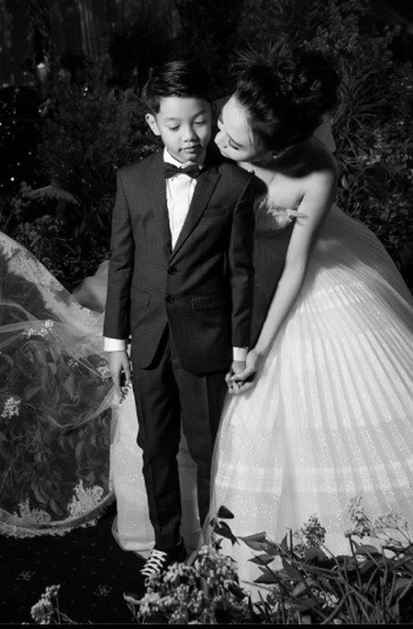 Đám cưới Cường Đô La và Đàm Thu Trang: Cô dâu diện váy cưới khoe vai trần cực xinh đẹp bên chú rể điển trai, dàn khách mời đổ bộ-6