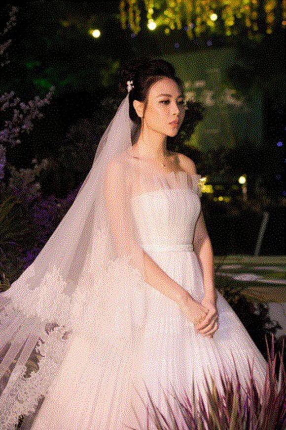 Đám cưới Cường Đô La và Đàm Thu Trang: Cô dâu diện váy cưới khoe vai trần cực xinh đẹp bên chú rể điển trai, dàn khách mời đổ bộ-7