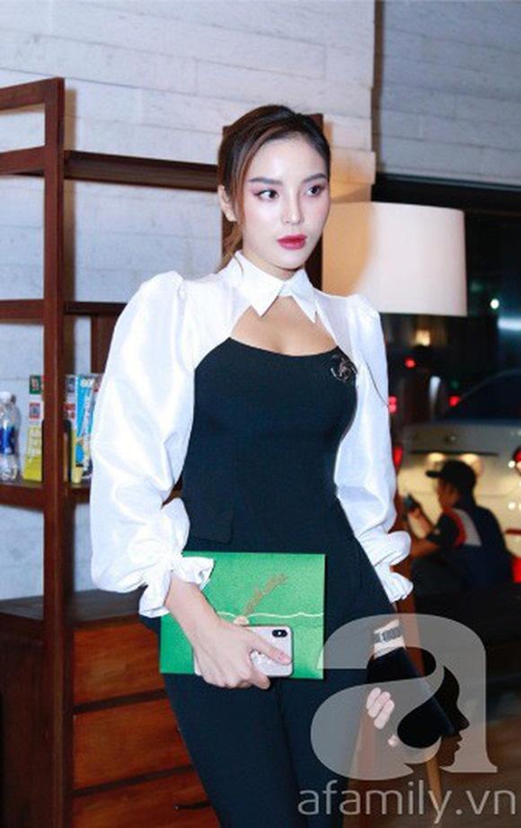 Đám cưới Cường Đô La và Đàm Thu Trang: Cô dâu diện váy cưới khoe vai trần cực xinh đẹp bên chú rể điển trai, dàn khách mời đổ bộ-14