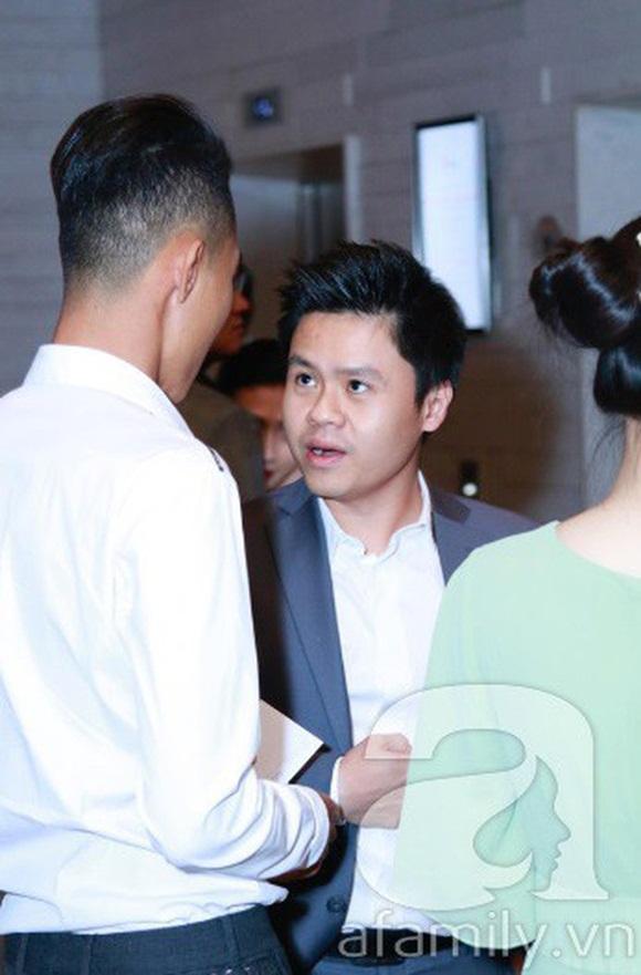 Đám cưới Cường Đô La và Đàm Thu Trang: Cô dâu diện váy cưới khoe vai trần cực xinh đẹp bên chú rể điển trai, dàn khách mời đổ bộ-15