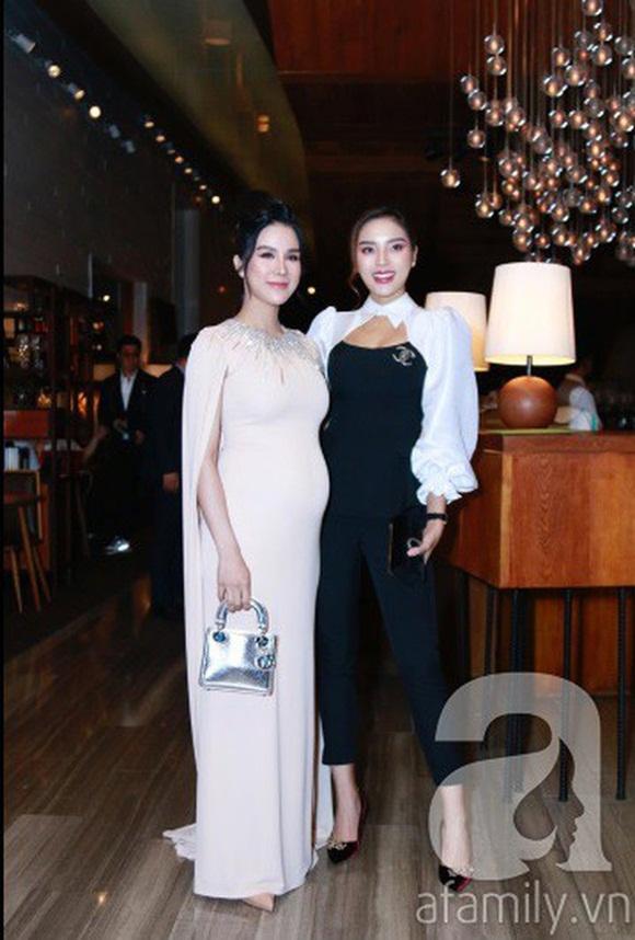Đám cưới Cường Đô La và Đàm Thu Trang: Cô dâu diện váy cưới khoe vai trần cực xinh đẹp bên chú rể điển trai, dàn khách mời đổ bộ-17