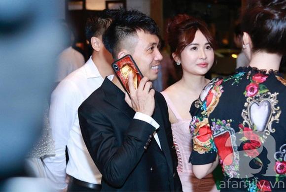 Đám cưới Cường Đô La và Đàm Thu Trang: Cô dâu diện váy cưới khoe vai trần cực xinh đẹp bên chú rể điển trai, dàn khách mời đổ bộ-19