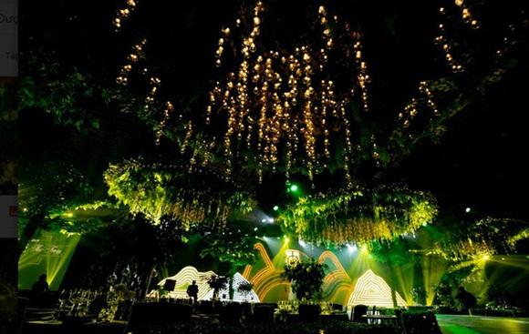 Đám cưới Cường Đô La và Đàm Thu Trang: Cô dâu diện váy cưới khoe vai trần cực xinh đẹp bên chú rể điển trai, dàn khách mời đổ bộ-21