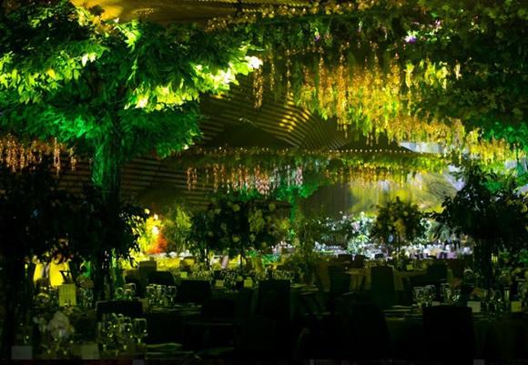Đám cưới Cường Đô La và Đàm Thu Trang: Cô dâu diện váy cưới khoe vai trần cực xinh đẹp bên chú rể điển trai, dàn khách mời đổ bộ-24