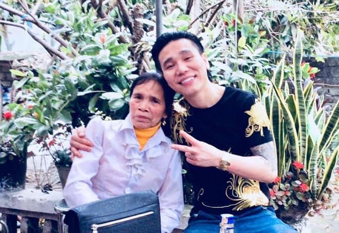 Những hình ảnh khắc khổ của mẹ ca sĩ Châu Việt Cường trước khi bị tàu hỏa đâm tử vong-2
