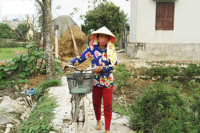 Những hình ảnh khắc khổ của mẹ ca sĩ Châu Việt Cường trước khi bị tàu hỏa đâm tử vong-8
