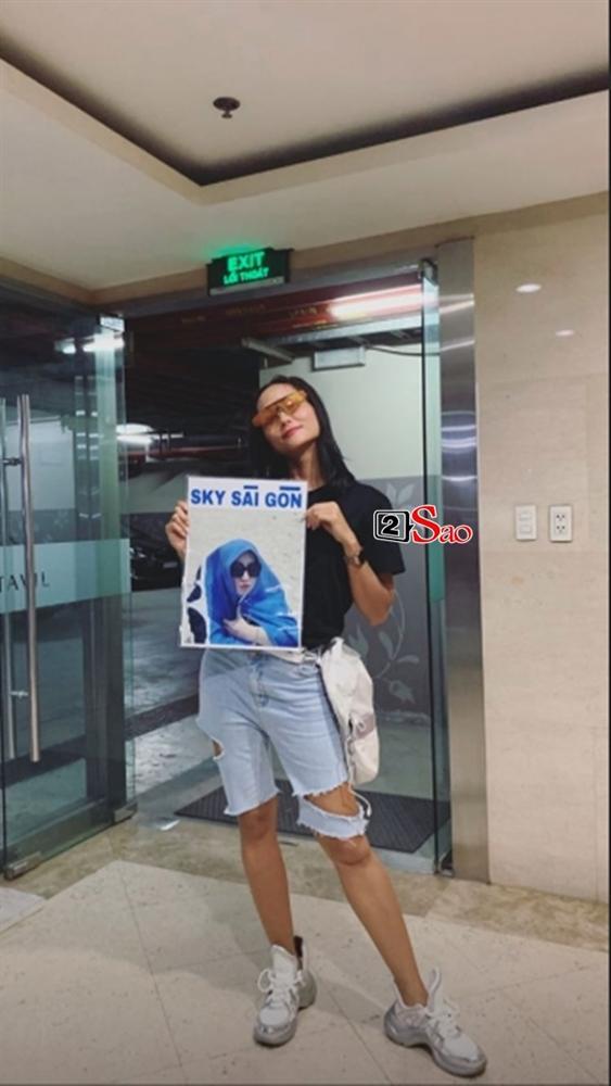 HHen Niê đi Sky Tour của Sơn Tùng M-TP với chiếc quần khoét quá nguy hiểm, suýt lộ vòng 3-1