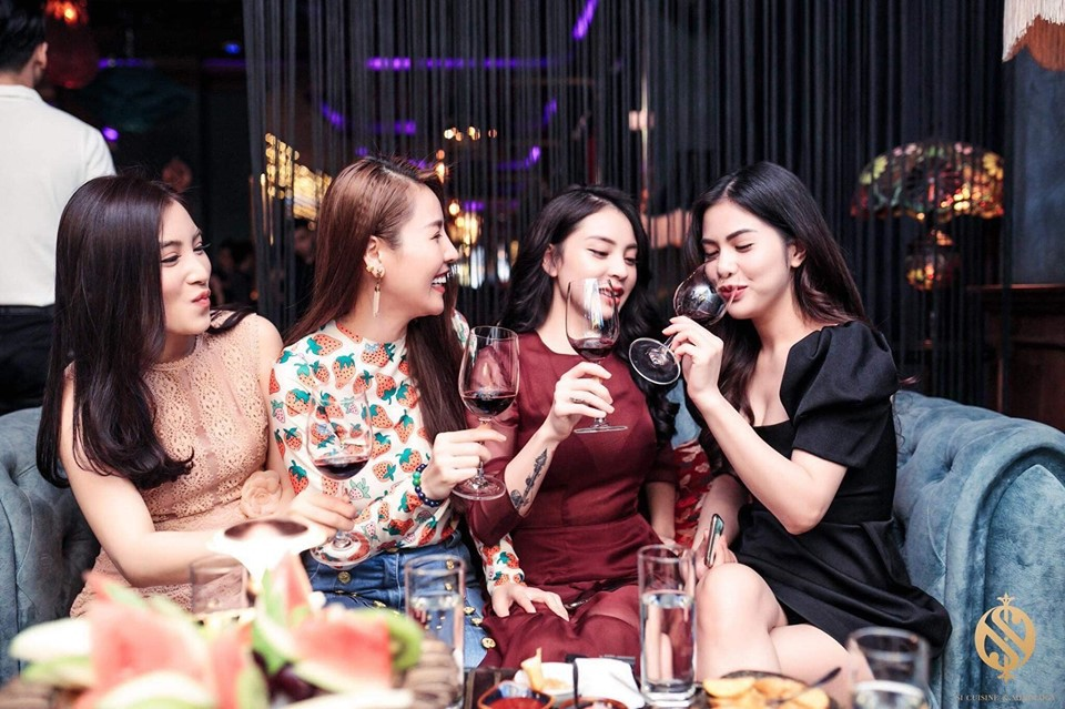 Vợ cũ Việt Anh gây bất ngờ khi đi uống rượu, chị chị em em với Quế Vân dù từng vướng tin đồn người thứ ba-1