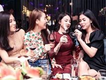 Vợ cũ Việt Anh gây bất ngờ khi đi uống rượu,