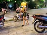 Xôn xao hình ảnh cô gái trẻ bị đánh ghen, lột quần áo và ném chất thải khắp người ngay giữa đường-3