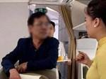 Khách Trung Quốc trộm dây chuyền rồi giấu trong toilet máy bay-1