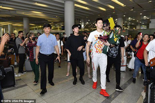 Kình ngư Sun Yang được chào đón như người hùng khi trở về quê nhà-1