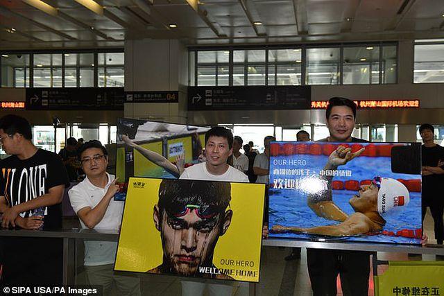 Kình ngư Sun Yang được chào đón như người hùng khi trở về quê nhà-2