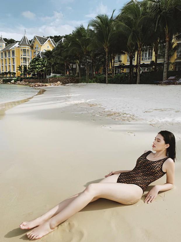 Sao Việt diện bikini: Bích Phương tưởng lép mà có của nả như ai, Min đẹp hút hồn nhưng bất ngờ nhất là Hoàng Thuỳ với nghi án dao kéo vòng 1-7