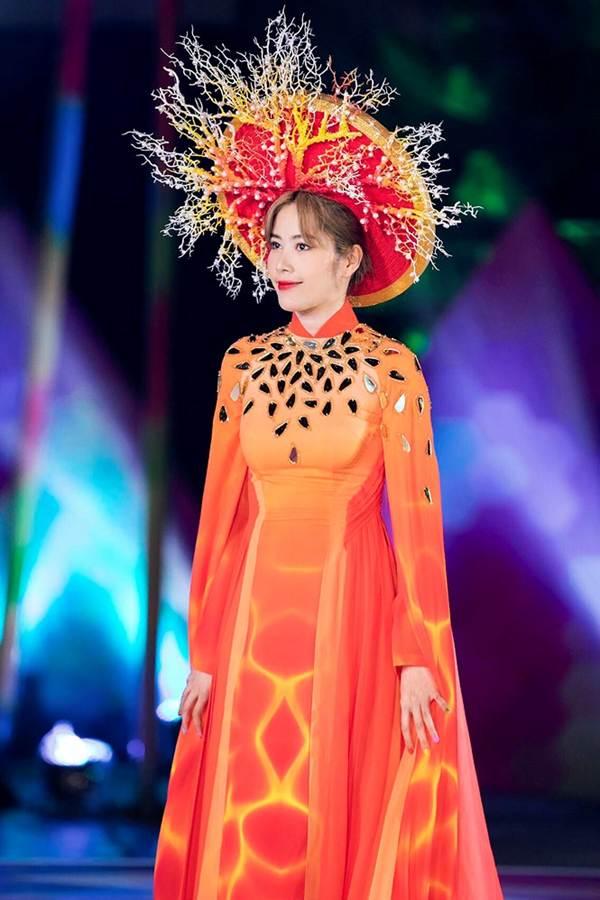 Mai Phương Thúy liên tục đốt mắt fans với loạt váy ngắn khoe đường cong-10