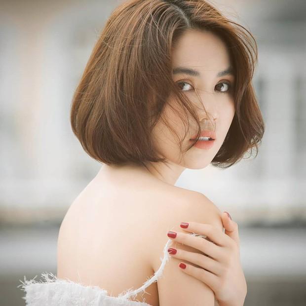 Để tóc bob sấy phồng, Ngọc Trinh tự khuyến mại cho mình vài tuổi và hao hụt không ít độ sành điệu-1