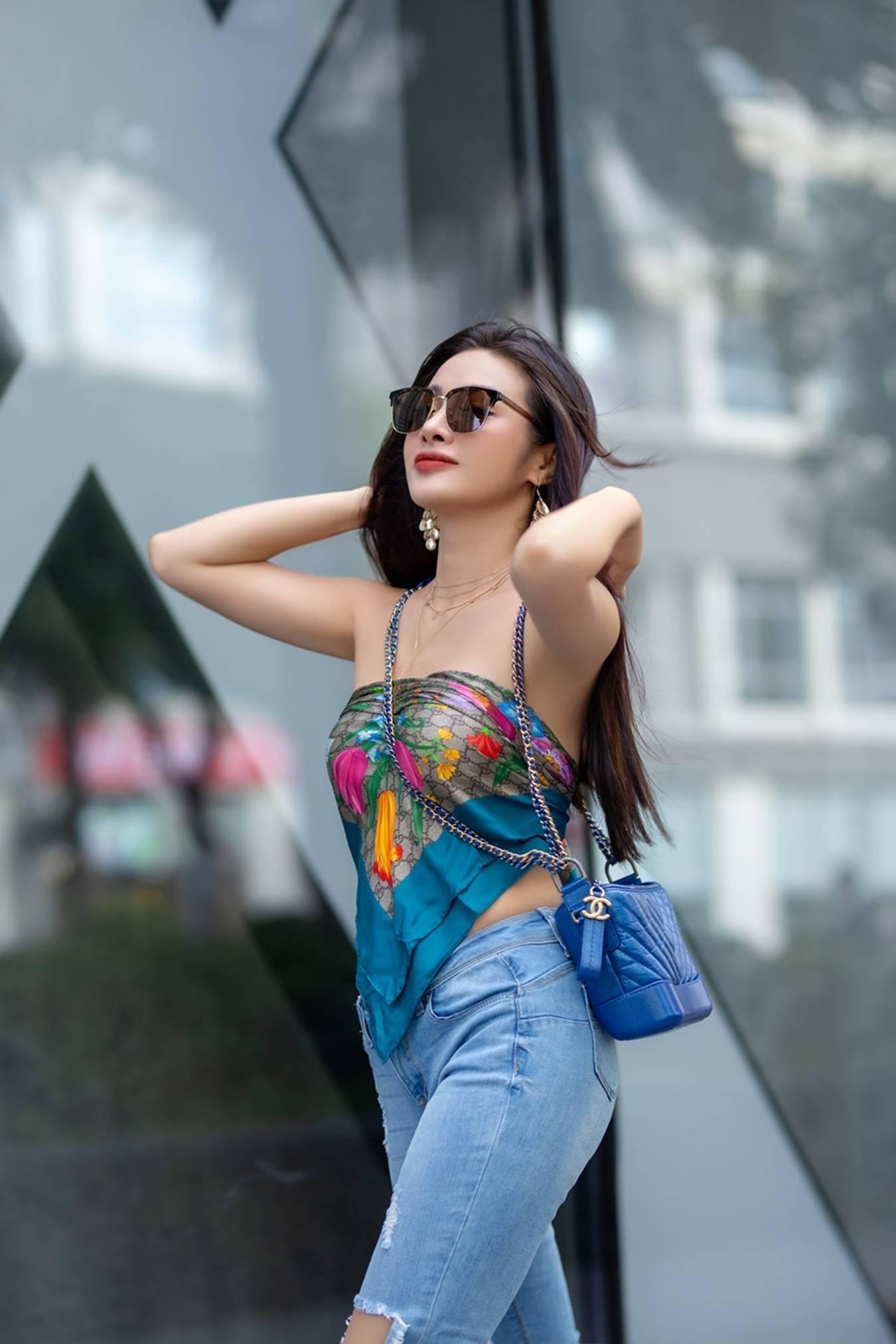 Yaya Trương Nhi dùng khăn thay áo, sexy dạo phố-1