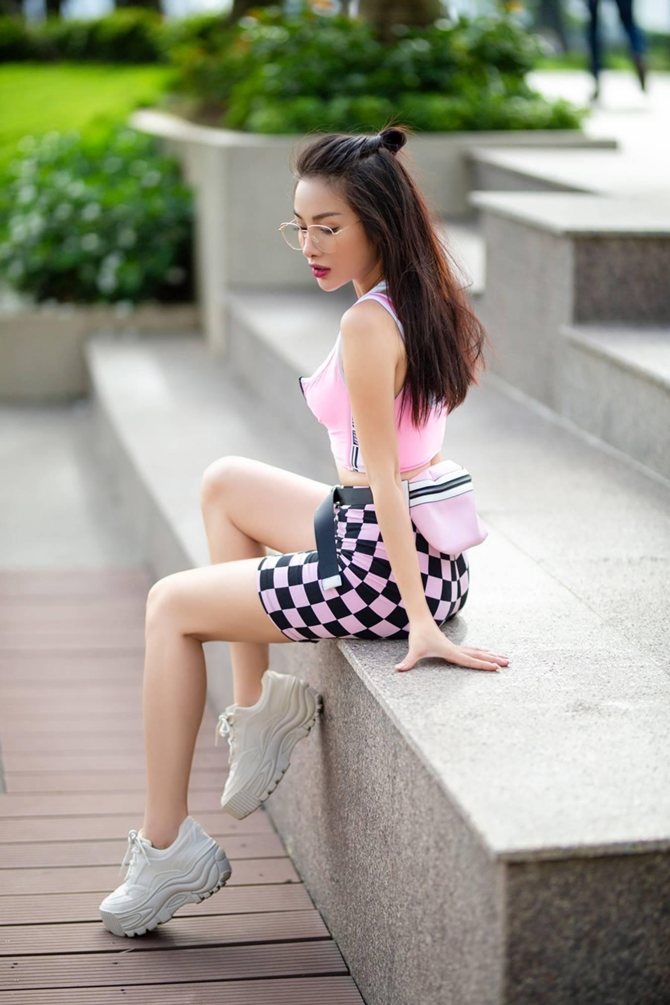 Yaya Trương Nhi dùng khăn thay áo, sexy dạo phố-8