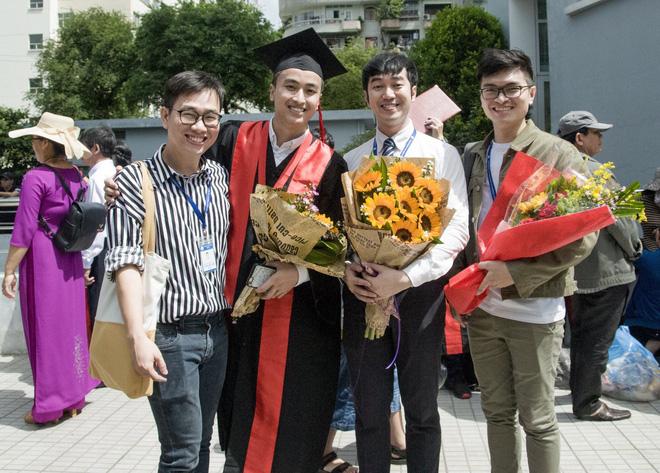 Xuất hiện chàng trai giống hệt Giang Thần, là cử nhân Y Đa khoa của ĐH Y dược TP.HCM khiến fangirl xếp hàng xin được... bệnh-5