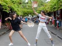 Loạt ảnh cực 'bá đạo' của Hoa hậu Mai Phương Thúy và siêu mẫu Võ Hoàng Yến ở Hội An
