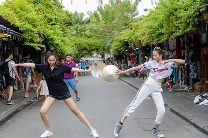 Loạt ảnh cực bá đạo của Hoa hậu Mai Phương Thúy và siêu mẫu Võ Hoàng Yến ở Hội An-5