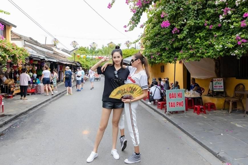 Loạt ảnh cực bá đạo của Hoa hậu Mai Phương Thúy và siêu mẫu Võ Hoàng Yến ở Hội An-7