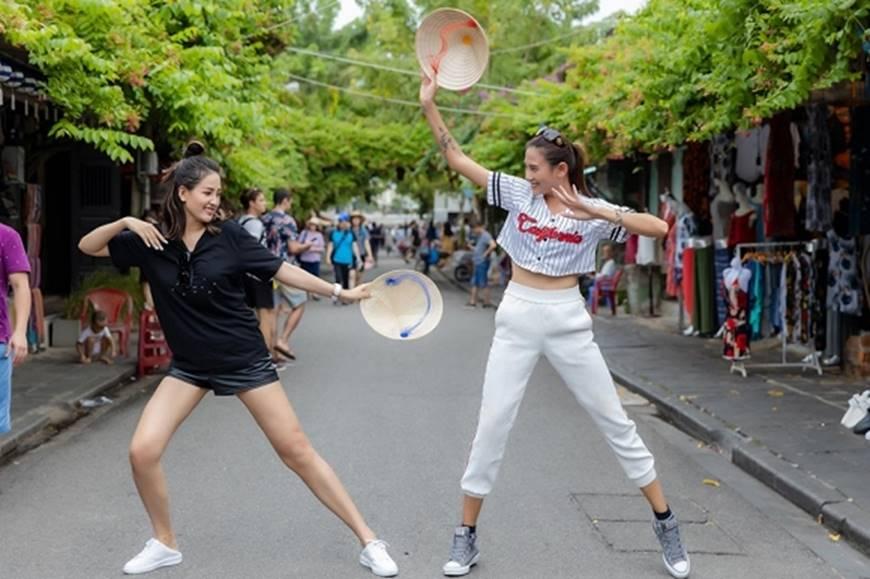 Loạt ảnh cực bá đạo của Hoa hậu Mai Phương Thúy và siêu mẫu Võ Hoàng Yến ở Hội An-8