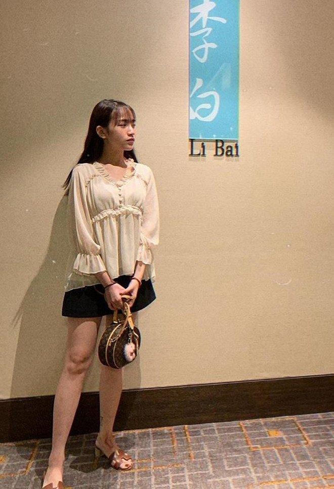 Con gái Minh Nhựa sở hữu chục đôi giày hiếm, xách túi 350 triệu đồng-4
