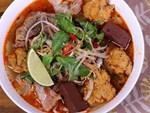 Những hàng ăn ở Hà Nội chỉ mở lúc rạng sáng và nghỉ bán khi mặt trời vừa lên, dù gió rét vẫn tấp nập người qua lại-20