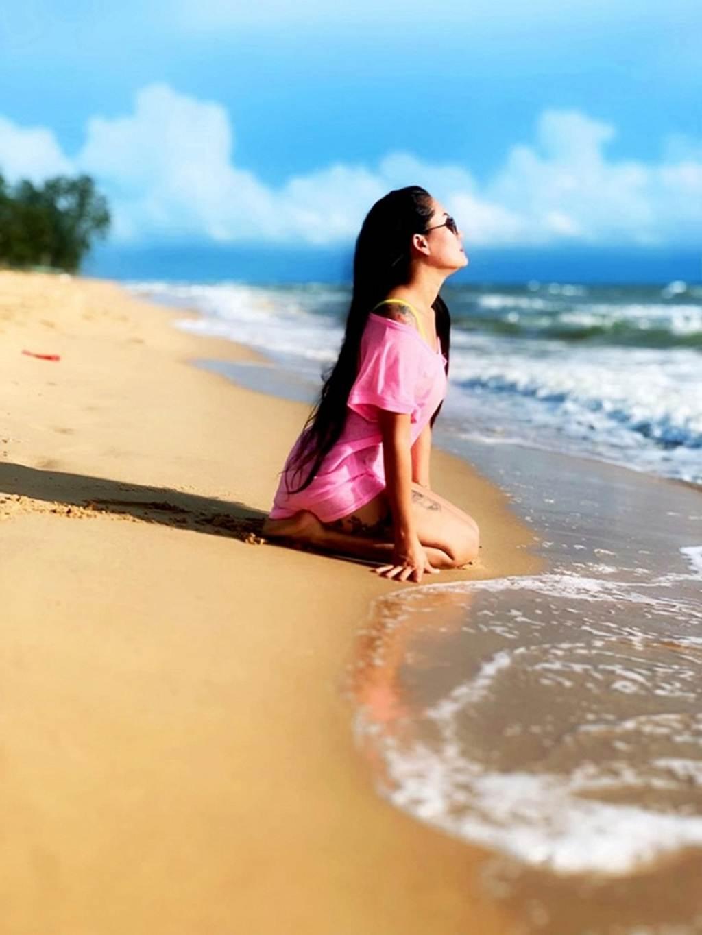 Người đẹp Về nhà đi con lộ hàng loạt hình xăm lớn khi diện bikini-10