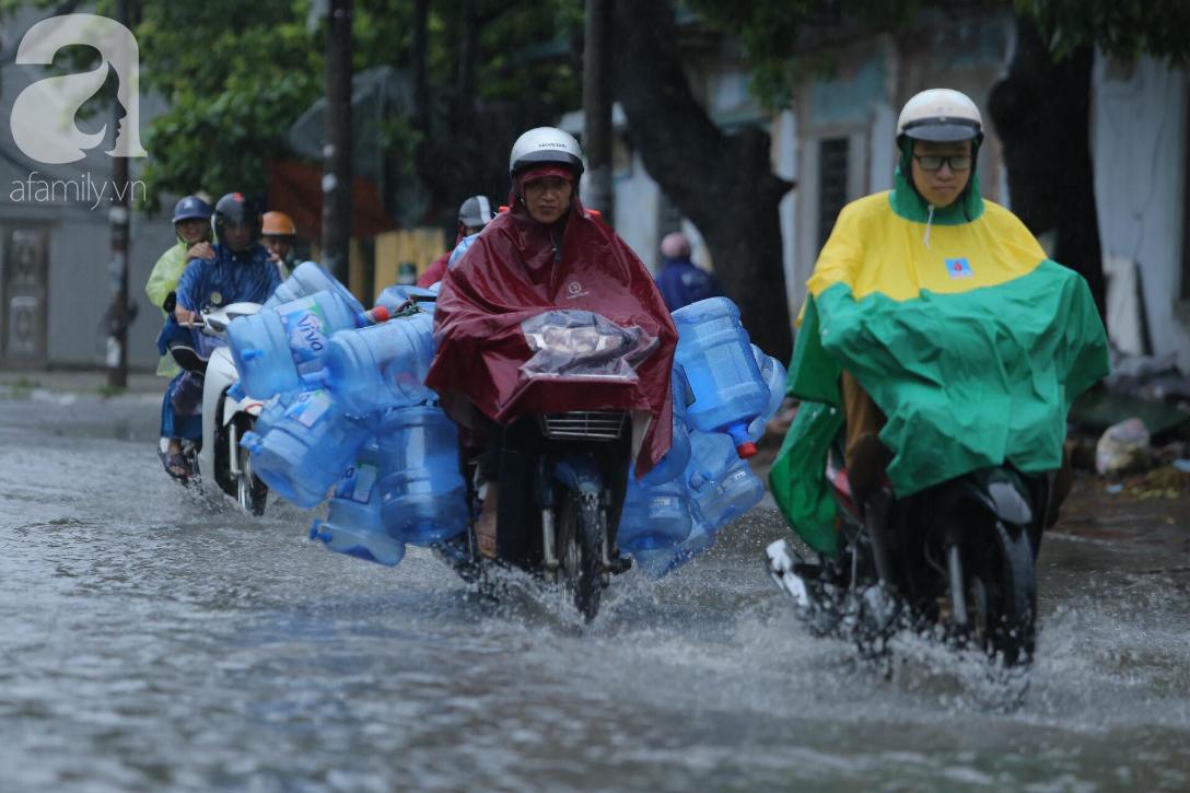 KHẨN CẤP: Bão số 3 giật cấp 12 tiến sát đất liền, Hà Nội và các tỉnh Bắc Bộ đang mưa lớn, gió lốc mạnh-1