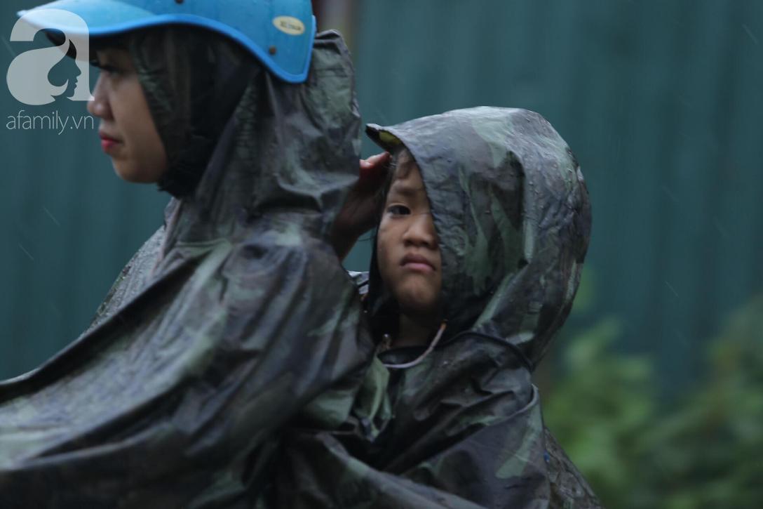KHẨN CẤP: Bão số 3 giật cấp 12 tiến sát đất liền, Hà Nội và các tỉnh Bắc Bộ đang mưa lớn, gió lốc mạnh-3