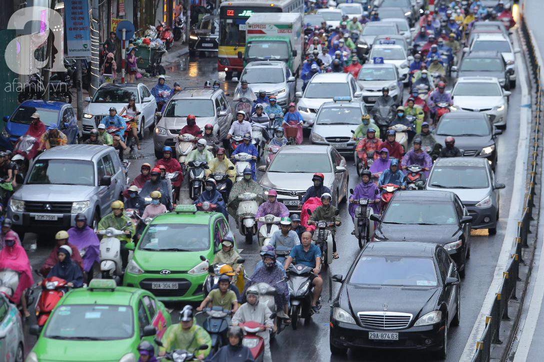 KHẨN CẤP: Bão số 3 giật cấp 12 tiến sát đất liền, Hà Nội và các tỉnh Bắc Bộ đang mưa lớn, gió lốc mạnh-4
