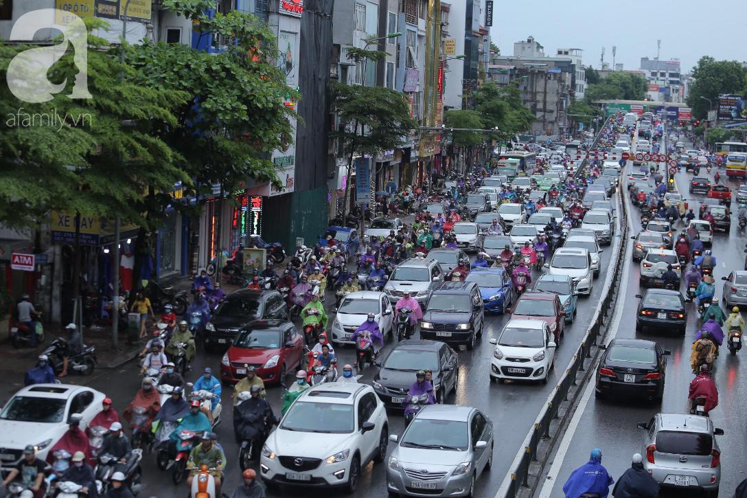 KHẨN CẤP: Bão số 3 giật cấp 12 tiến sát đất liền, Hà Nội và các tỉnh Bắc Bộ đang mưa lớn, gió lốc mạnh-7