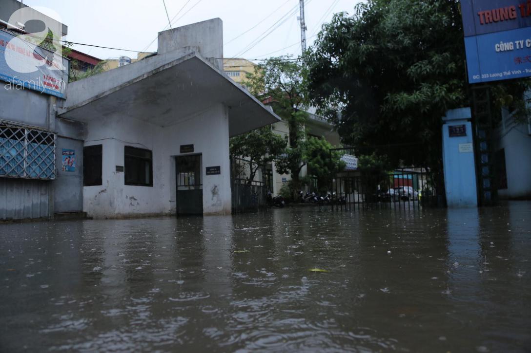 KHẨN CẤP: Bão số 3 giật cấp 12 tiến sát đất liền, Hà Nội và các tỉnh Bắc Bộ đang mưa lớn, gió lốc mạnh-11