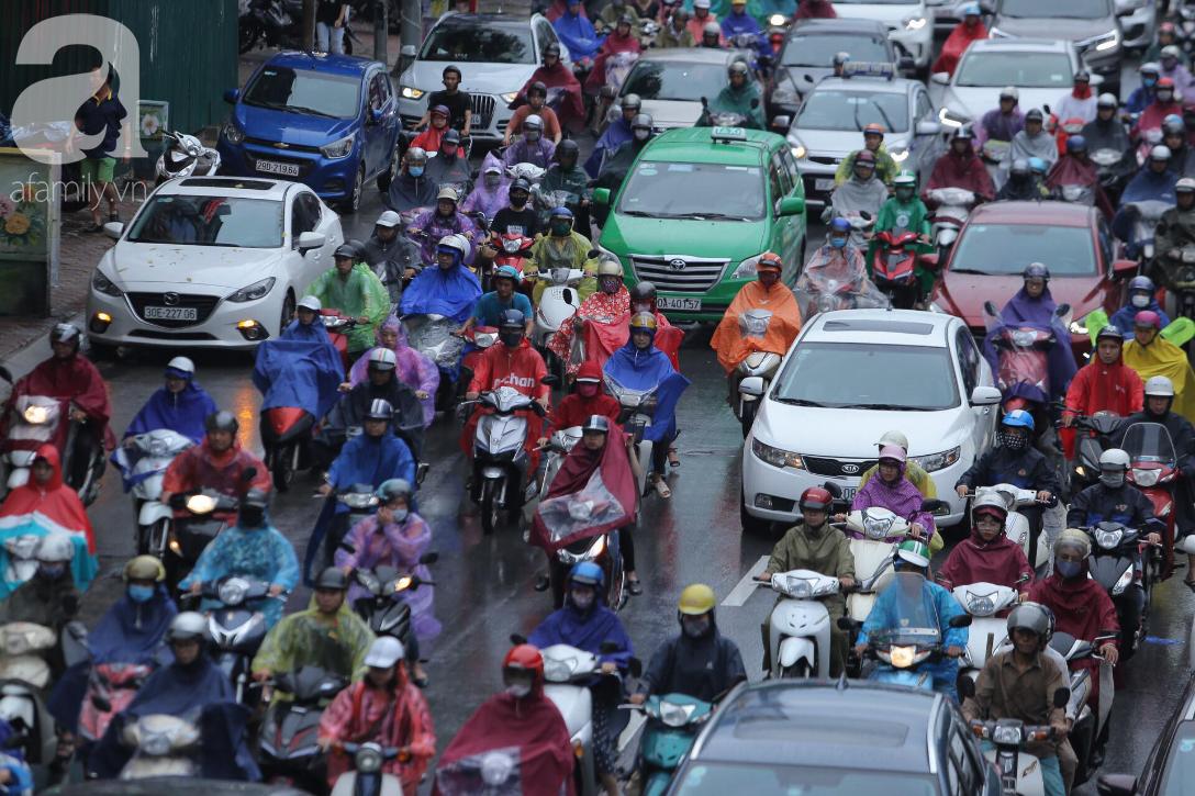 KHẨN CẤP: Bão số 3 giật cấp 12 tiến sát đất liền, Hà Nội và các tỉnh Bắc Bộ đang mưa lớn, gió lốc mạnh-8