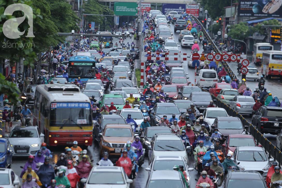 KHẨN CẤP: Bão số 3 giật cấp 12 tiến sát đất liền, Hà Nội và các tỉnh Bắc Bộ đang mưa lớn, gió lốc mạnh-9