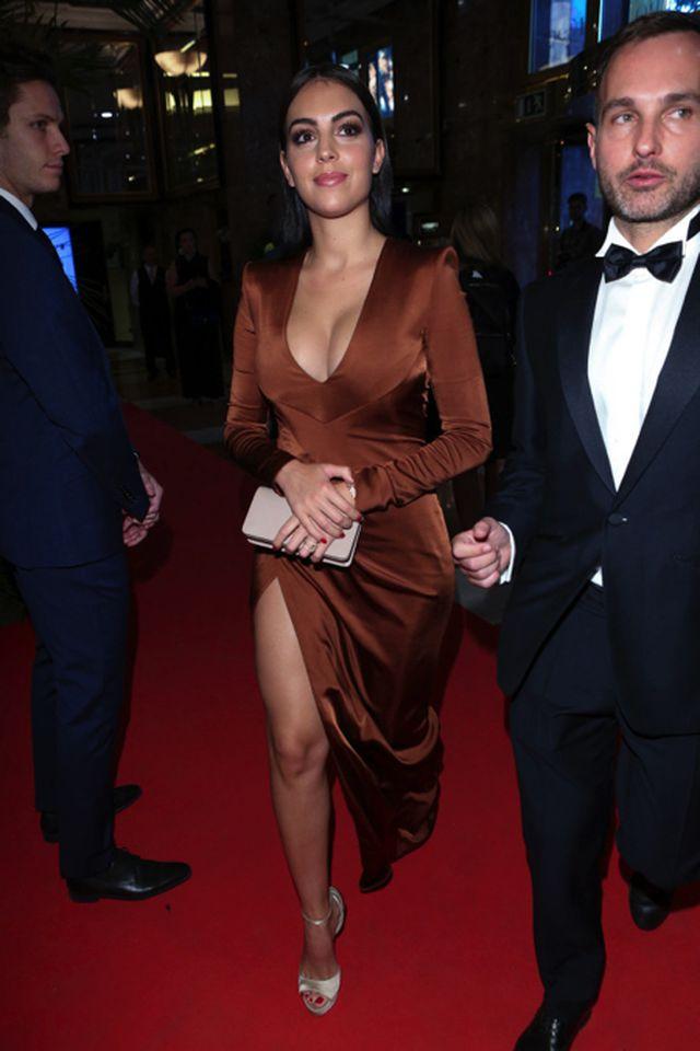 Bạn gái C.Ronaldo khoe dáng với loạt hình nội y nóng bỏng-4
