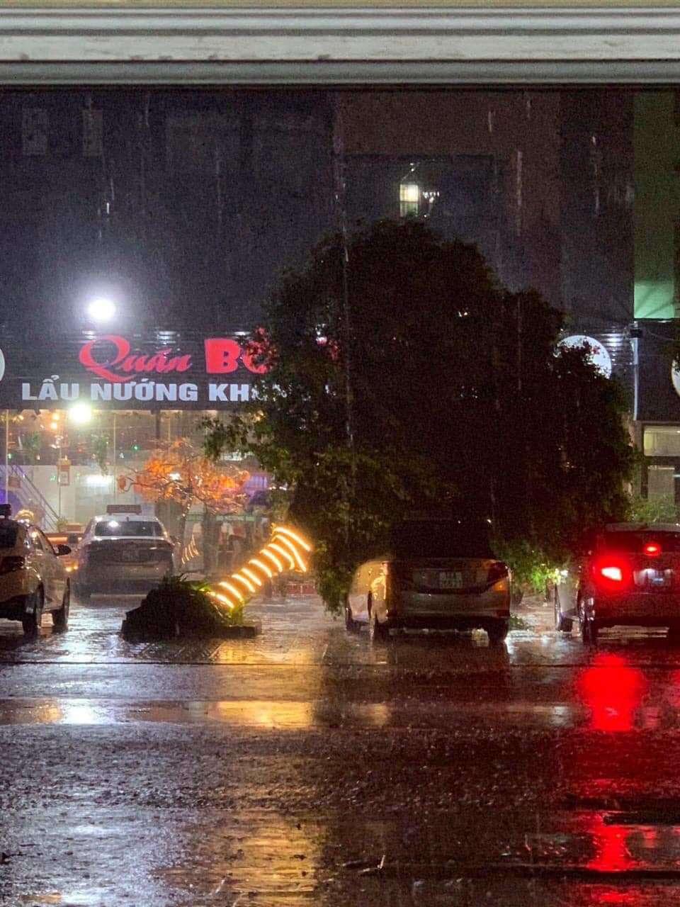 Diễn biến mới về cơn bão số 3 đổ bộ đất liền trong đêm, gây mưa lớn gió giật mạnh-1