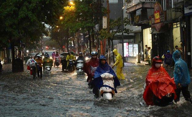 Diễn biến mới về cơn bão số 3 đổ bộ đất liền trong đêm, gây mưa lớn gió giật mạnh-2