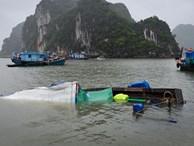 Tàu cá của ngư dân chìm trên Vịnh Hạ Long sau bão