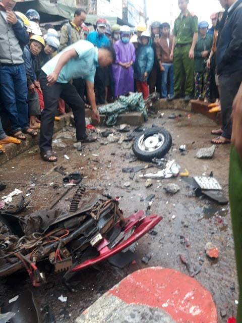 Video: Hiện trường xe khách lao vào chợ, tông hàng loạt người đang mua bán, ít nhất 3 người chết-7